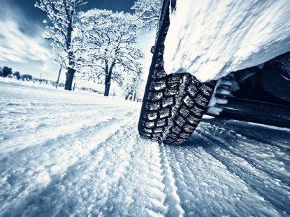 Amb cotxe elèctric a la neu