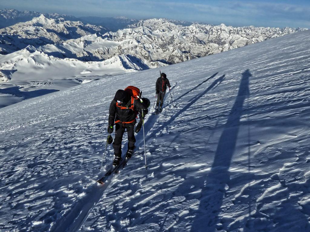 Pujant el Mont Elbrus (5.642 m.) amb esquí de muntanya