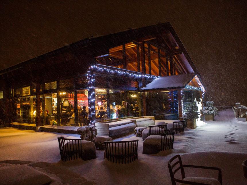 Espectacular imatge nocturna del nou espai gourmet a Soldeu